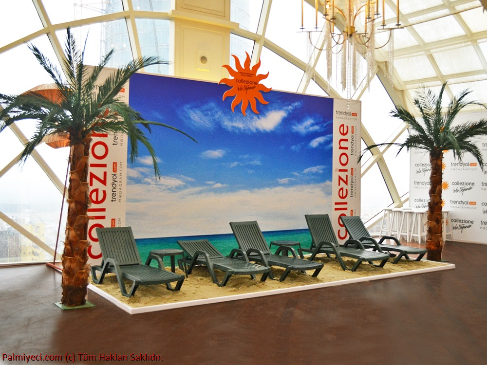Collezione - Beach themed Presentation Stand Palm Study